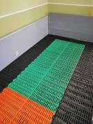 Plastic slatted floors for industries with aggressive environments